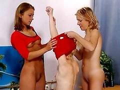 Threesome get naked and play with juicy clits